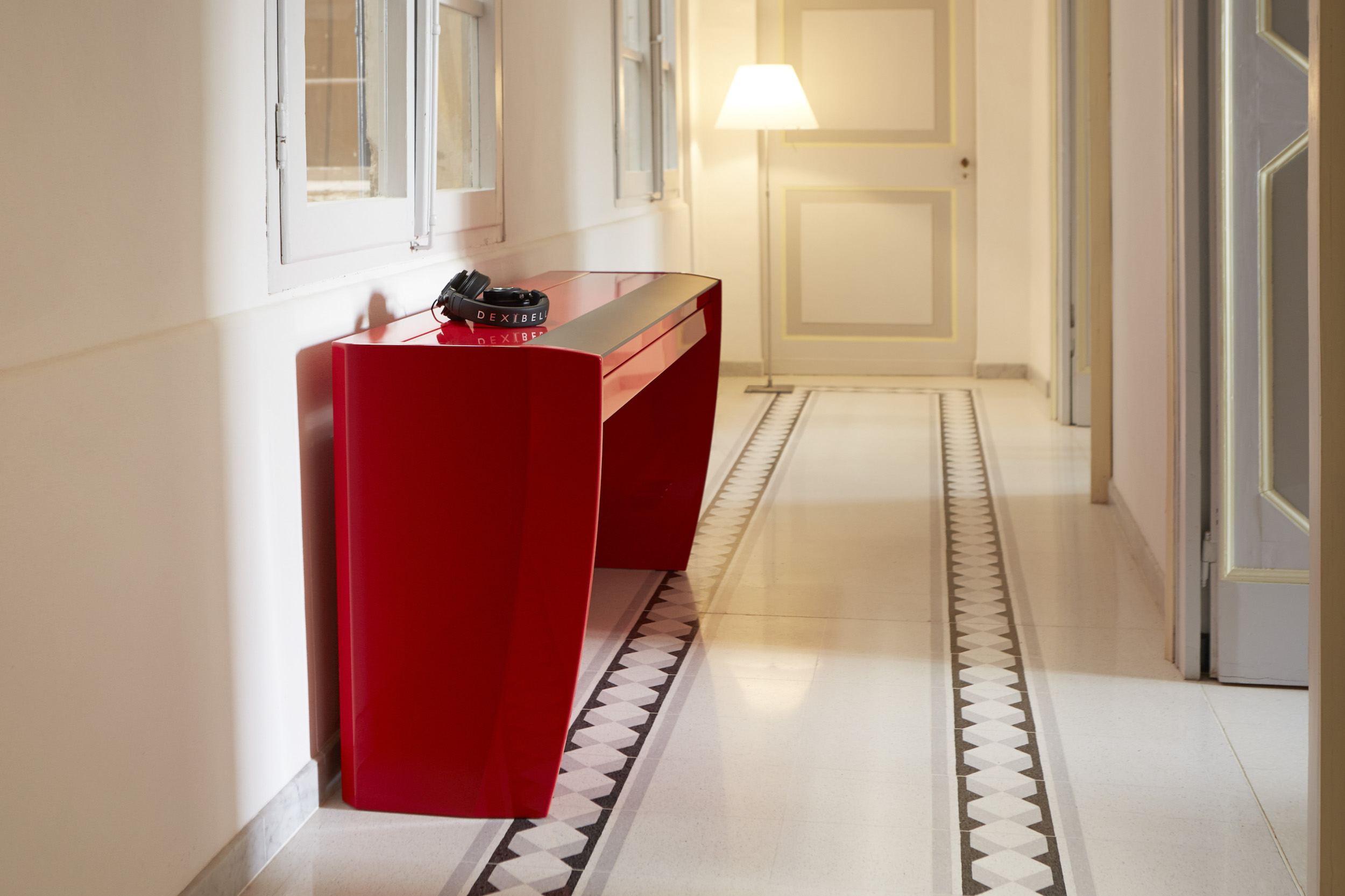 H10 ambientato rosso corridoio
